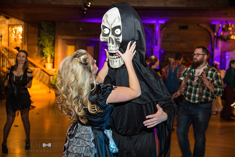 halloween_wedding_bill_millpers_castle_stephen_wang_photo48
