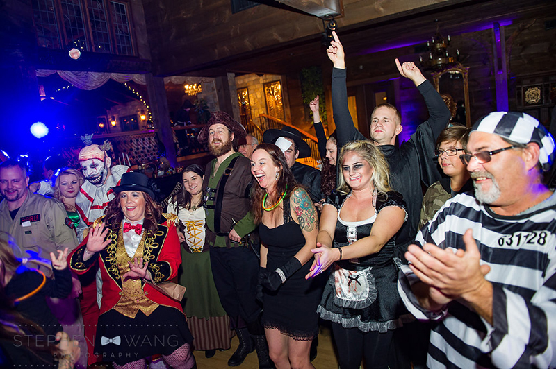 halloween_wedding_bill_millpers_castle_stephen_wang_photo45